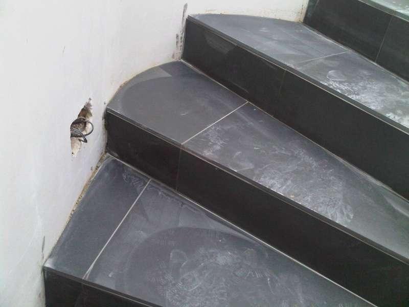 bau de forum ausbauarbeiten 11780 fliesenverlegung bei gewendelter treppe. Black Bedroom Furniture Sets. Home Design Ideas