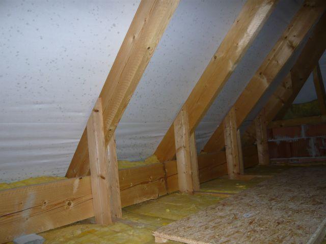 bau de forum dach 15262 schwarze flecken auf der unterspannbahn. Black Bedroom Furniture Sets. Home Design Ideas