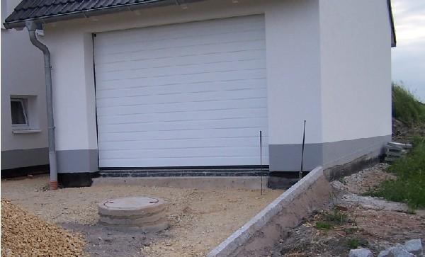 bau de forum estrich und bodenbel ge 14782 abdichtung im garagentorbereich zwischen. Black Bedroom Furniture Sets. Home Design Ideas