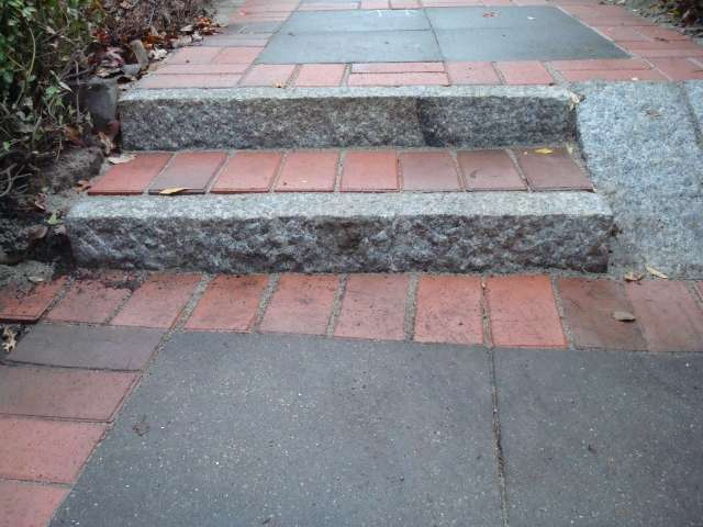 bau de forum treppen rampen leitern 11704 ungleich hohe stufen eingangstreppe und. Black Bedroom Furniture Sets. Home Design Ideas